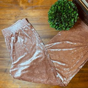 NWOT ROCKS & INDIGO Crushed Velvet Wide Pant Blush